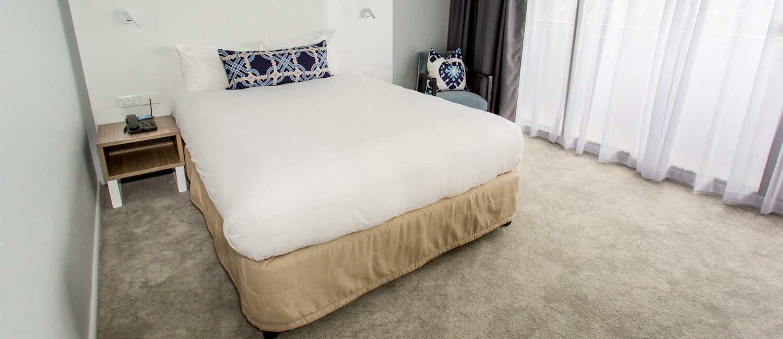 Brisbane-Executive-Room-bed | Pacific Hotel Brisbane