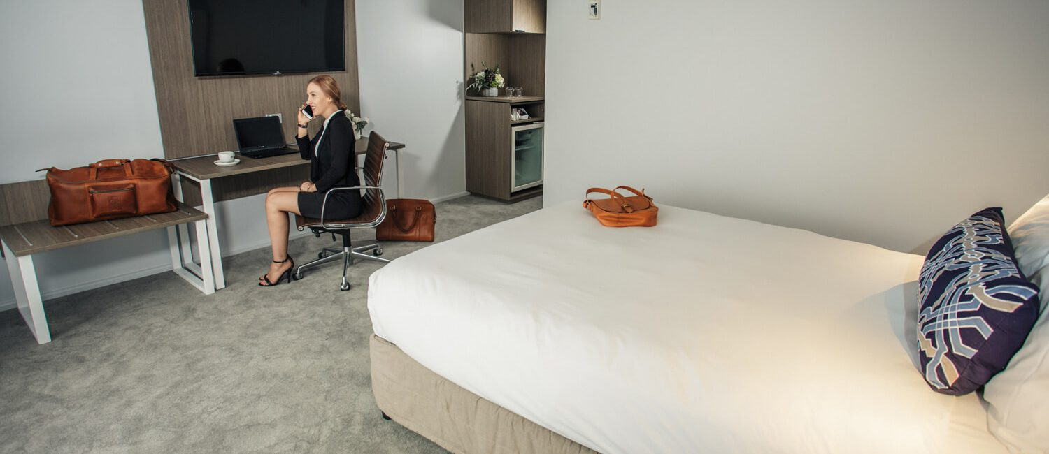 Brisbane-executive-room-full-with-woman | Pacific Hotel Brisbane